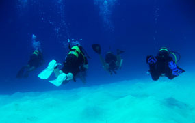 picture of dive training, open water session with Scuba Libre